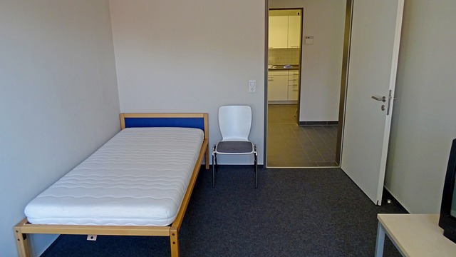 The rooms should be cleaned and all the personal items should be removed when handling the keys.
